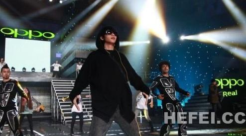 超火爆年轻偶像轮番轰炸   在今晚的跨年演唱会上,湖南卫视还将